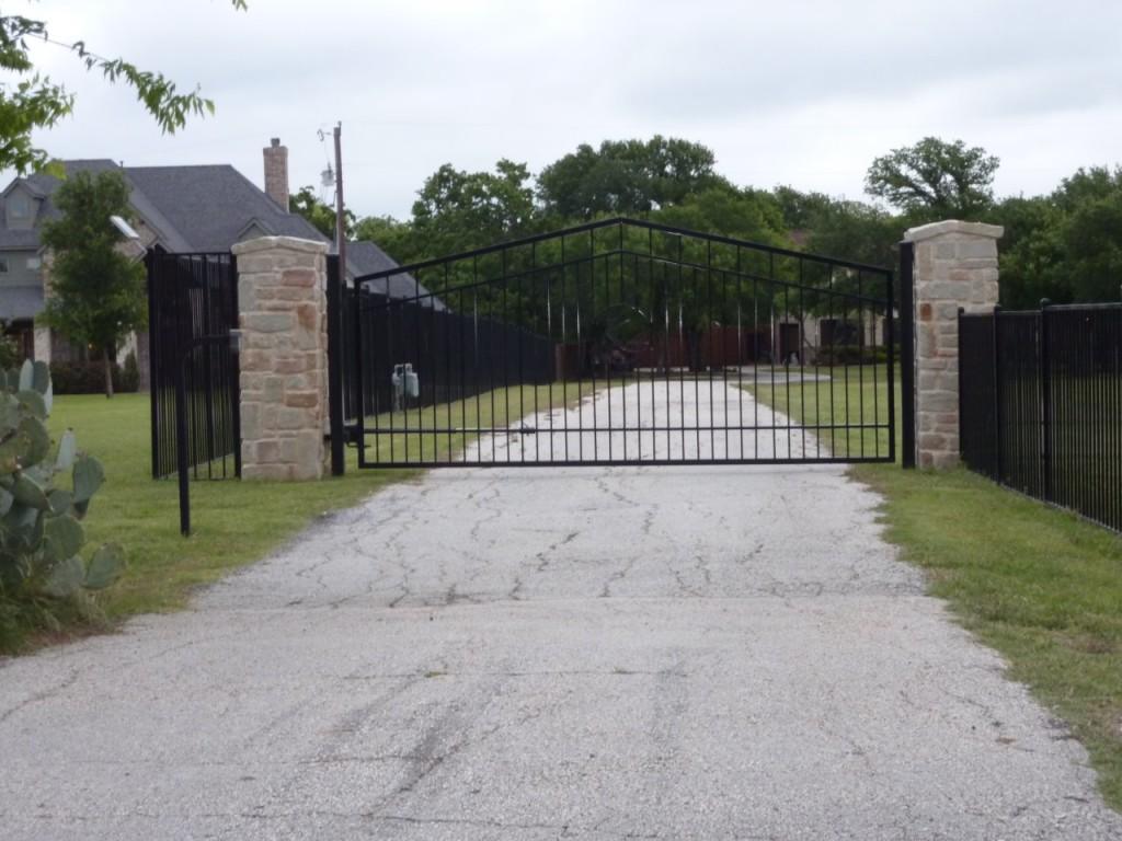 Custom Drive Gates Bluebonnent Fences
