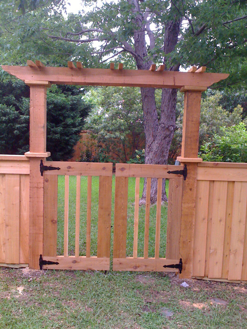 Custom Wood Gates Bluebonnent Fences